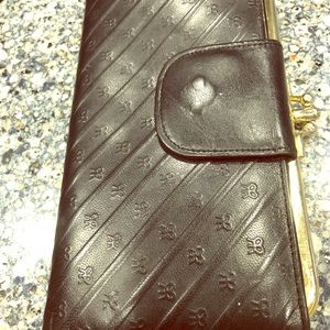 Leather vintage wallet with bow pattern